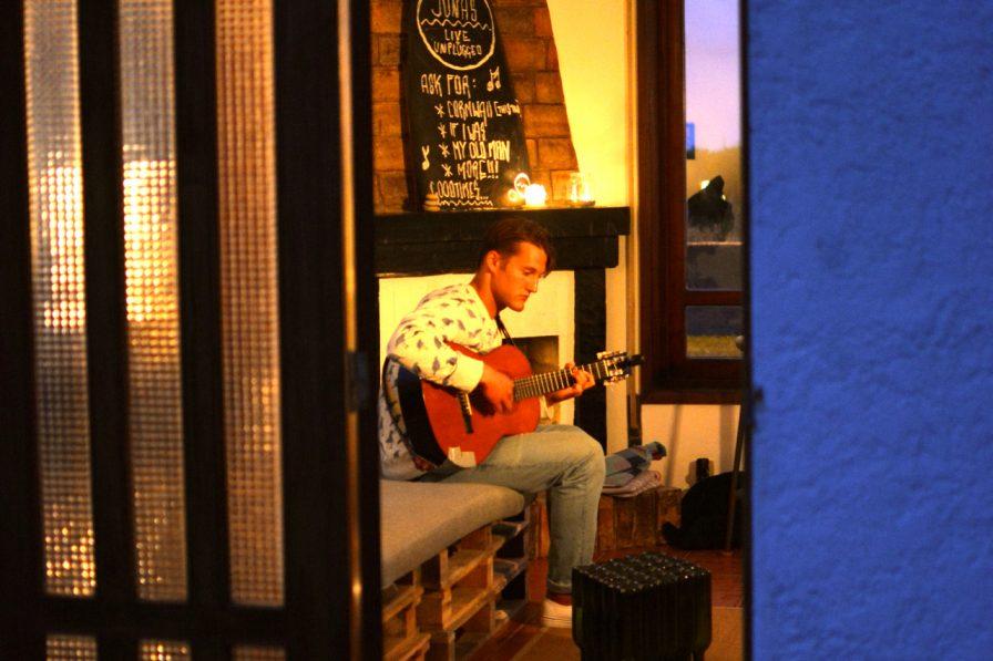 Konzert mit Jonas Rehm im Goodtimes Surfcamp