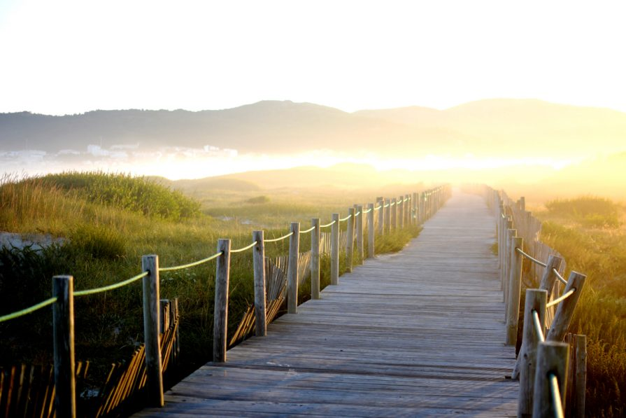 Der Strandweg in den Ort