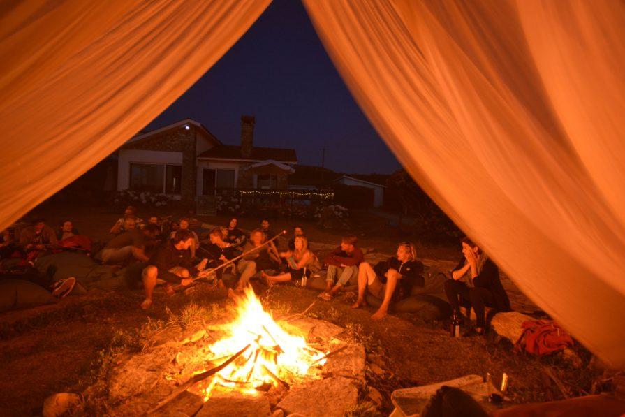 Lagerfeuer Abend im Camp