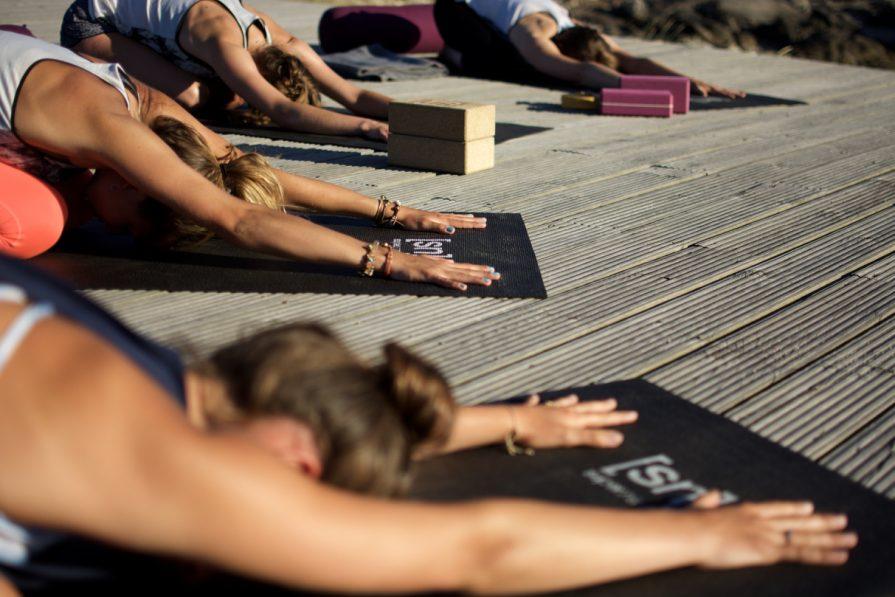 Yoga und Surfen im Surfcamp