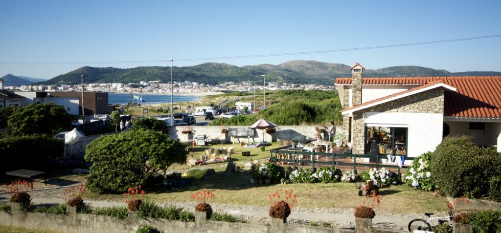 Goodtimes Surfcamp in Portugal mit Blick auf den Spot