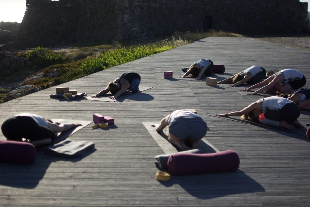 Yoga und Surfen in Nordportugal im goodtimes Surfcamp